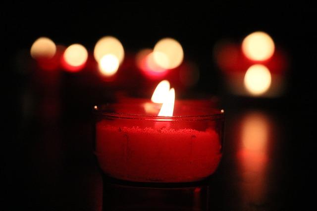 juegos sexuales con velas en la cama